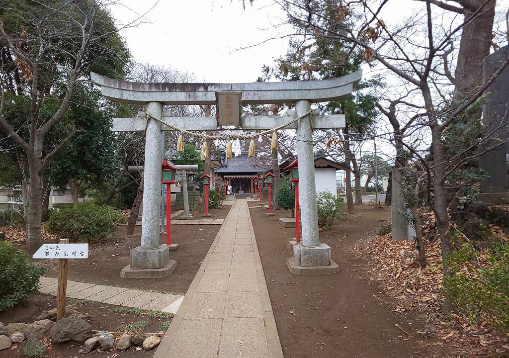 節分祭が行われる熊野神社の参道と本堂
